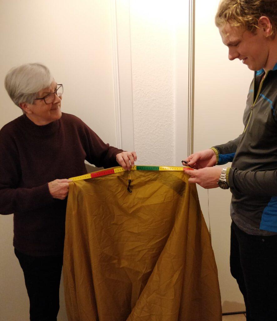 Lasse og Farmor opgradere teltet