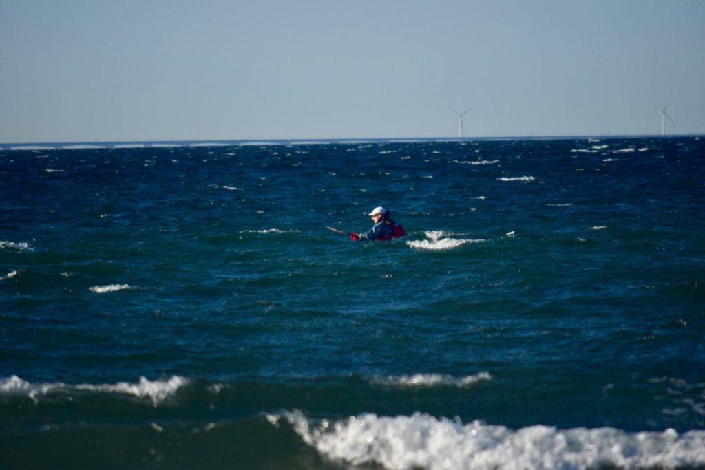 Kajak-Lasse passere Nordspidsen af langeland i bølger